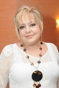 Nancy Alvarez llegó así, totalmente nueva, al encuentro de prensa de Antena Latina para dar a conocer su nueva programación