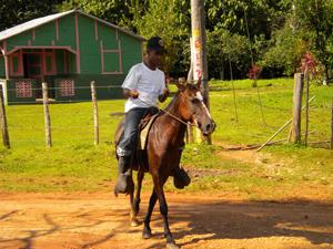 Amaury M, de LA ZONA, en el caballo de su tio abuelo