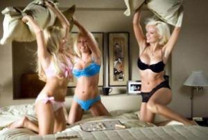 Las fiestas organizadas por Playboy, suelen estar engalanadas por la sensualidad de sus bellas y casi desnudas asistentes (Foto: )