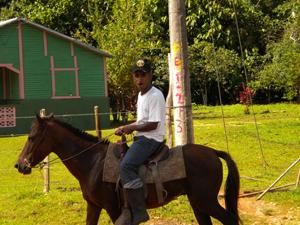 El jinete Amaury M en su caballo