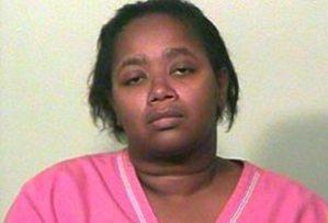 Larhonda Marie McCall, de 37 años, la mujer ha sido detenida tras la denuncia de su propio hijo por maltratos físicos durante cuatro años seguidos