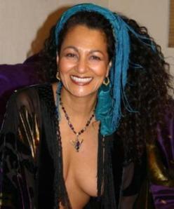 La sexóloga Mare Simone, informó que a lo largo de su trayectoria como sexóloga, ha tenido relaciones sexuales con cerca de 1,500 pacientes